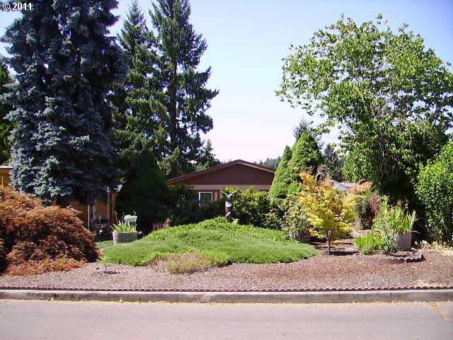 9175 SW Link Dr, Cornelius Perfect for first time buyers or somebody downsizing. Nestled in the country.
